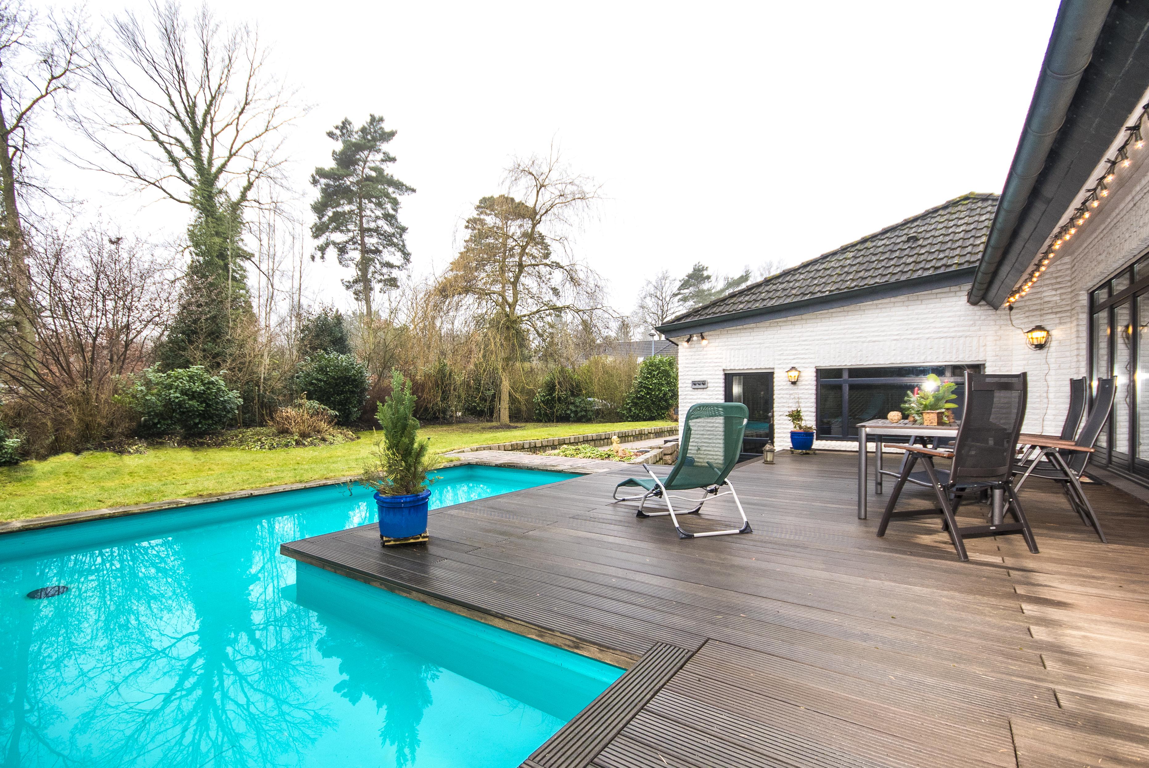 verkauft einfamilienhaus mit schwimmbad in 21521 dassendorf thonhauser immobilien trittau. Black Bedroom Furniture Sets. Home Design Ideas