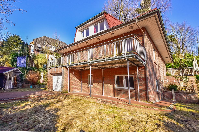 Einfamilienhaus mit integrierter garage  Großes Einfamilienhaus mit integrierter Garage in 21075 Hamburg ...