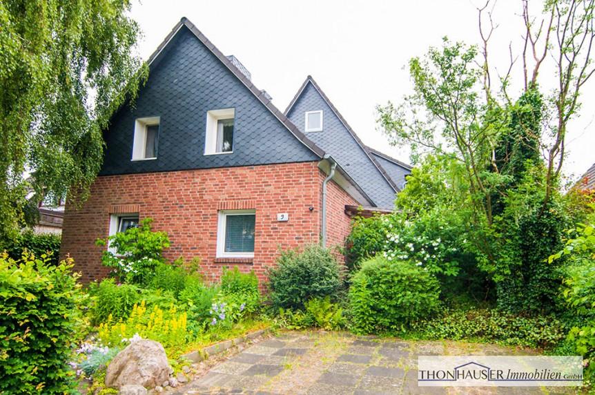 Solides Zweifamilienhaus in zentraler Lage in 22885 Barsbüttel Außenansicht
