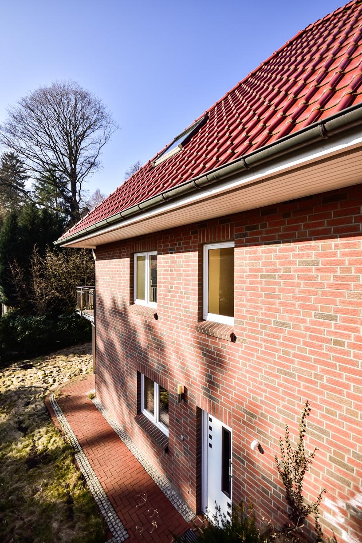Einfamilienhaus mit integrierter Garage in 21075 Hamburg / Seitenansicht /Thonhauser Immobilien GmbH