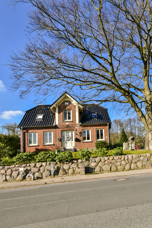 verkauft gro es einfamilienhaus mit wintergarten in. Black Bedroom Furniture Sets. Home Design Ideas