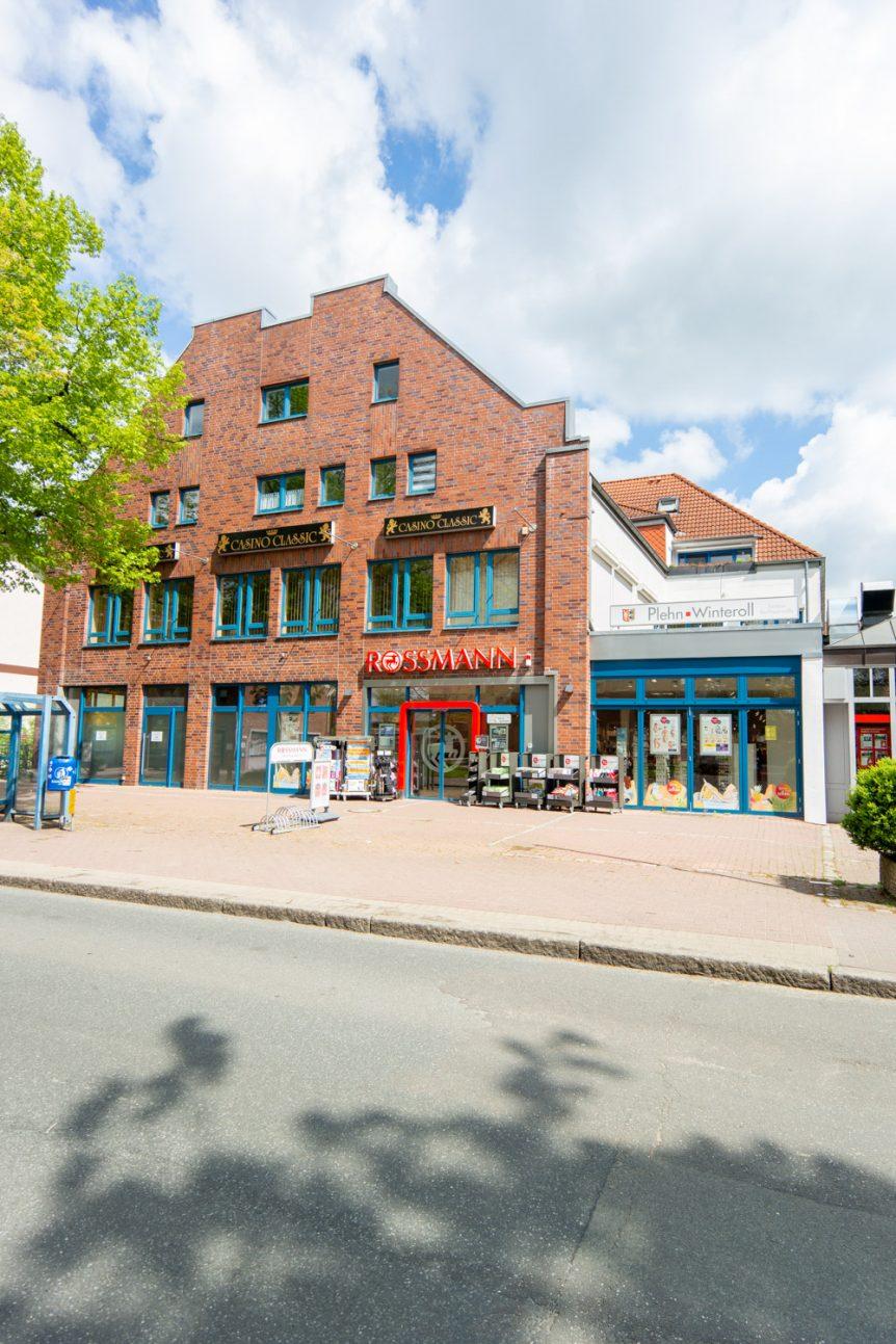 Maisonette-Wohnung mit drei Zimmern, Dachterrasse und Tiefgaragenstellplatz im Zentrum von 22946 Trittau